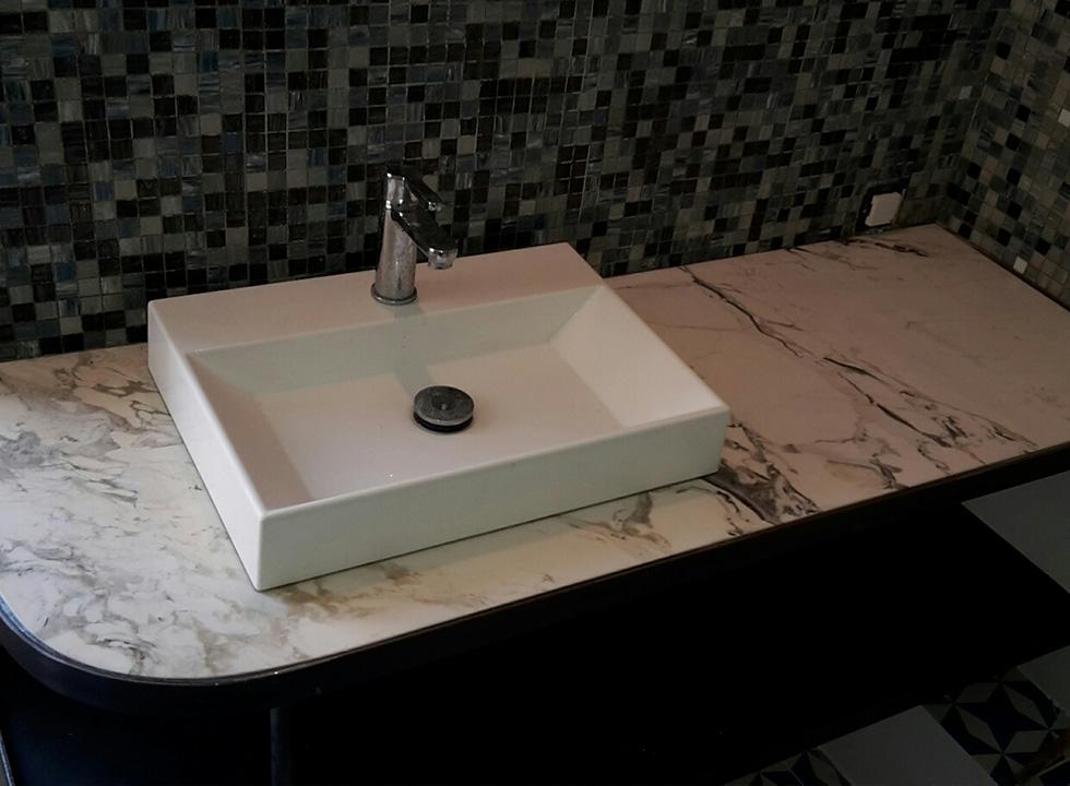 Salle de bain en marbre italien par le marbrier Arthur Créations à Nîmes - Tendance - L'intemporalité du marbre